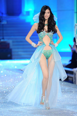 Sui He Victoria's Secret Fashion Show